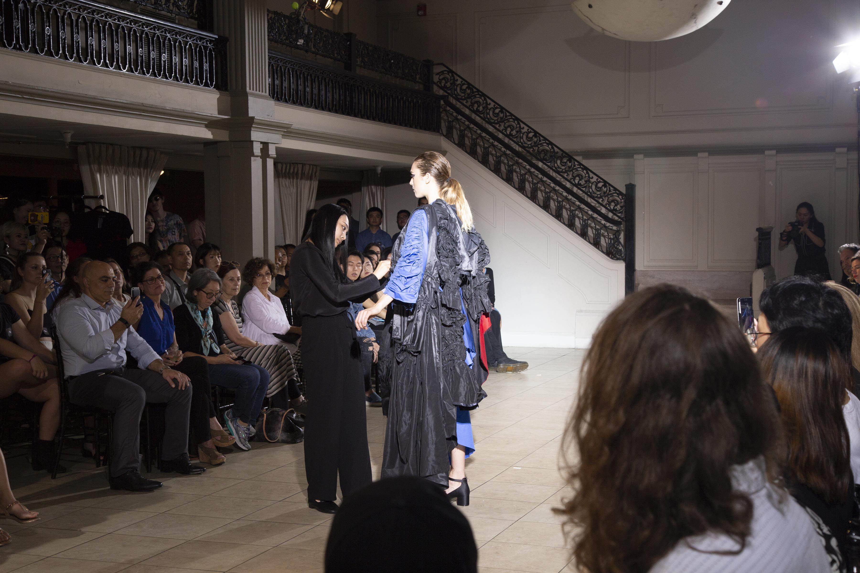 BM fashion exhibition 2-332